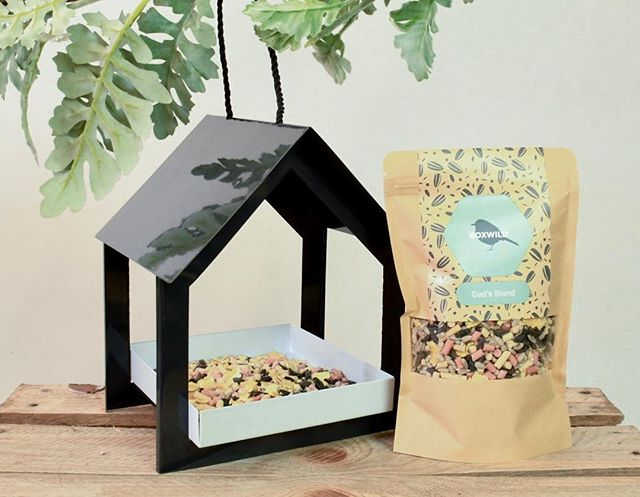 This is @boxwildhq Bird Feeder and Personalised Bird Seed Gift, perfect for Father's Day 💚🍃 Boxwild make a 50p donation from every box sold to various Wildlife Charities to support the wonderful work they do!  #boxwild #nature #ecogifts #naturegifts #ethicalgifts #ecofriendlyliving