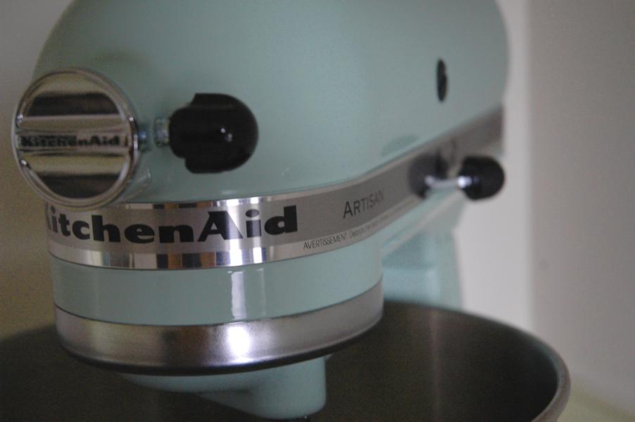 kitchen aid mixer in pistachio