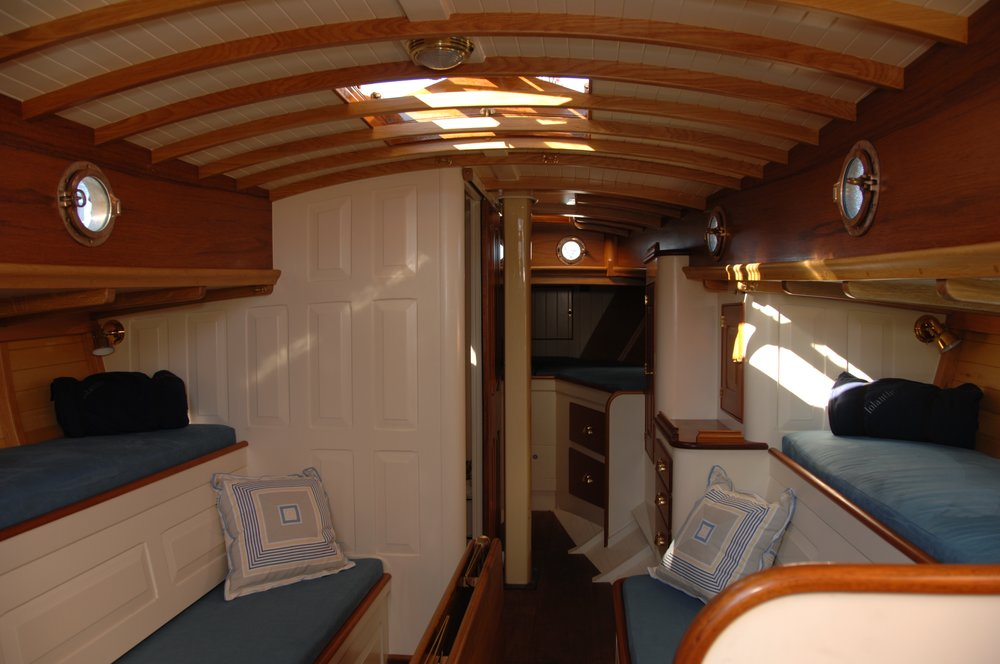 Newport 29  interior J Antinucci 013.JPG