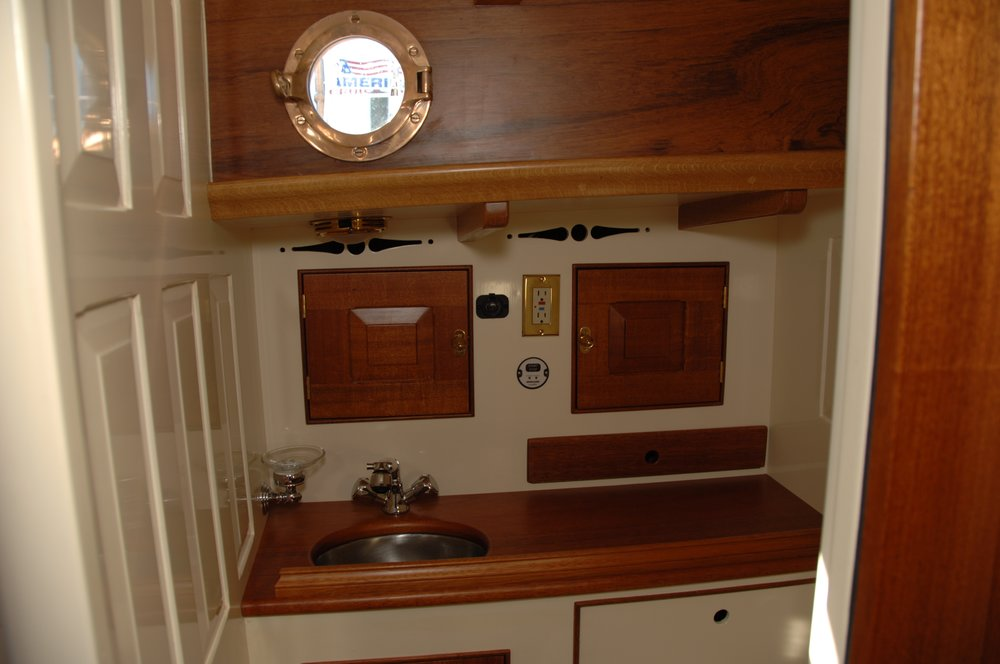 Newport 29  interior J Antinucci 034.JPG