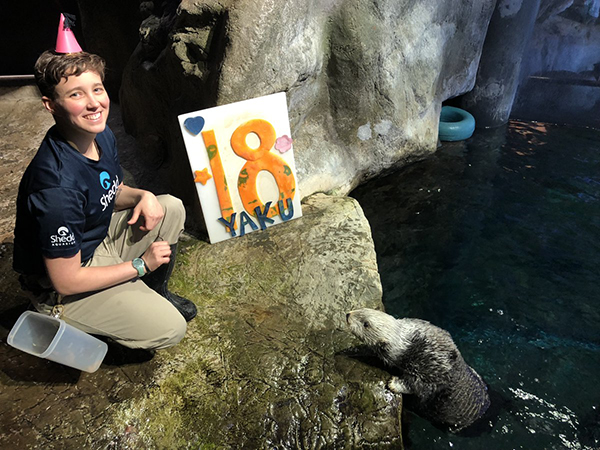 Sea Otter Yaku Celebrates His 18th Birthday! 4