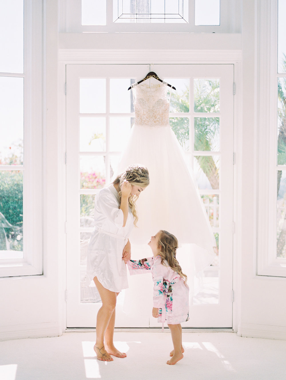 san-diego-thevanitybelle.com-bride hair-wedding stylist-flower girl-mother and daughter- wedding day-getting ready-