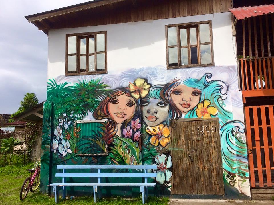 3girlsgraffiti.jpg