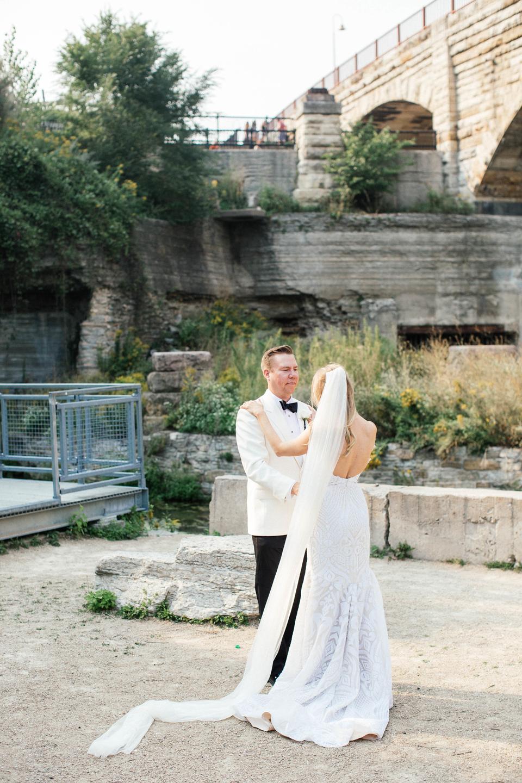 Bride and Groom Minneapolis wedding photographer