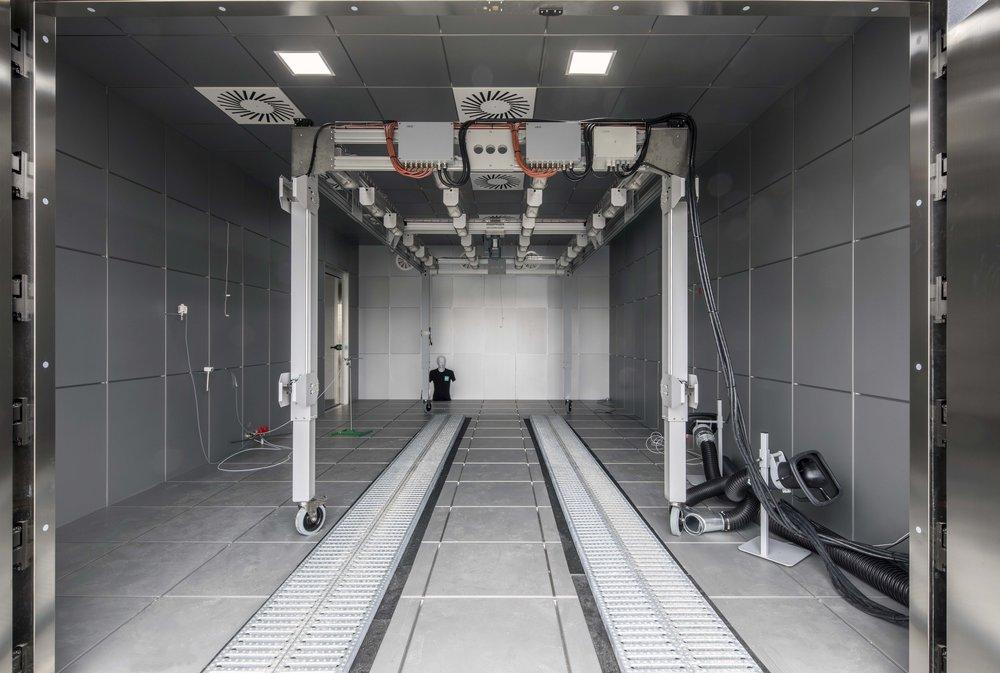 Klimakammer mit KFZ-Prüfstand