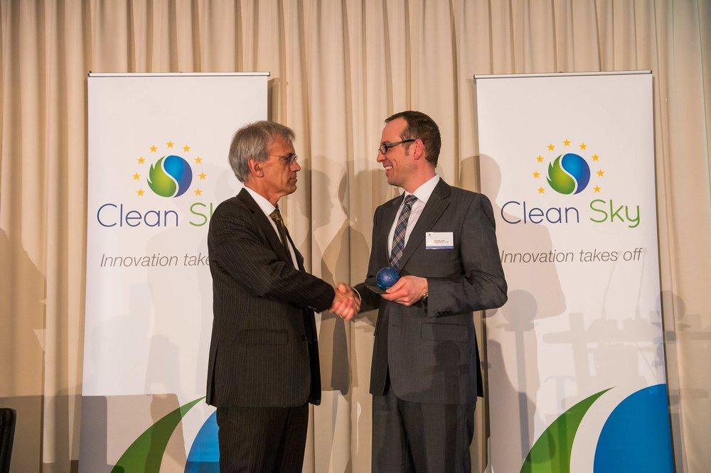 Für unsere Leistungen wurden wir auf europäischer Ebene mit dem Best Clean Sky Project Award 2015 ausgezeichnet