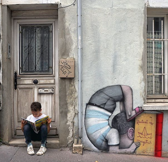 Seth Globepainter loves to paint kids at play.  Watch a video.