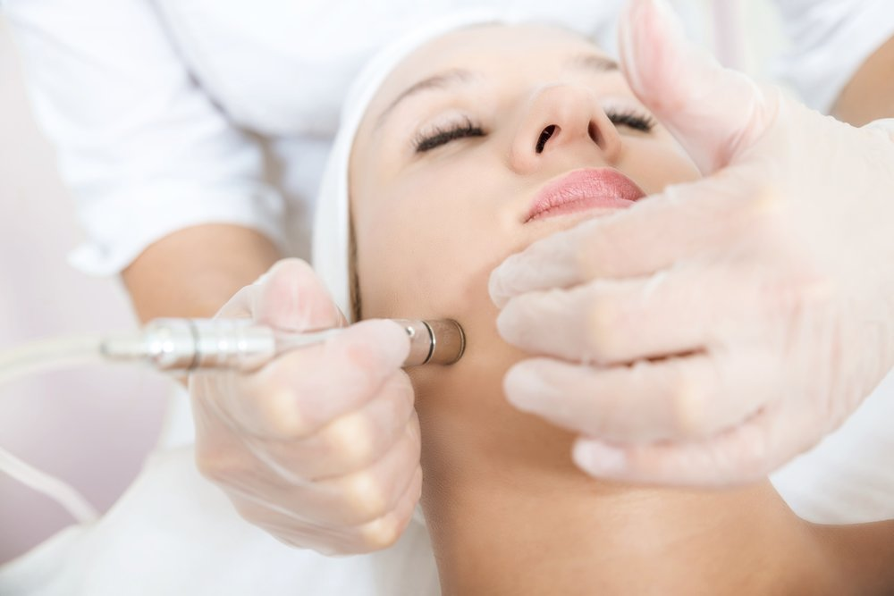 As well as simply creating a youthful glow, Microdermabrasion can be used to treat a wide range of skin problems including wrinkles, fine lines, sun damage, flaking skin, enlarged pores, acne scars, pigmentation, dry skin, age spots, stretch marks and more. The best results are reached with multiple consecutive treatments.