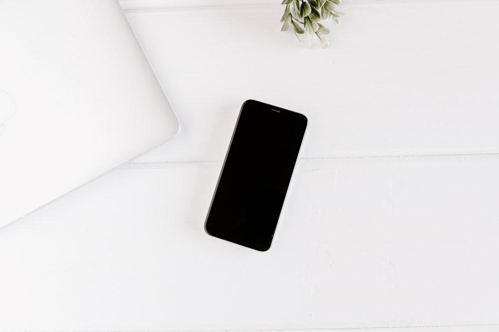 PBD-FarmhouseiPhone-Mockups-5.jpg