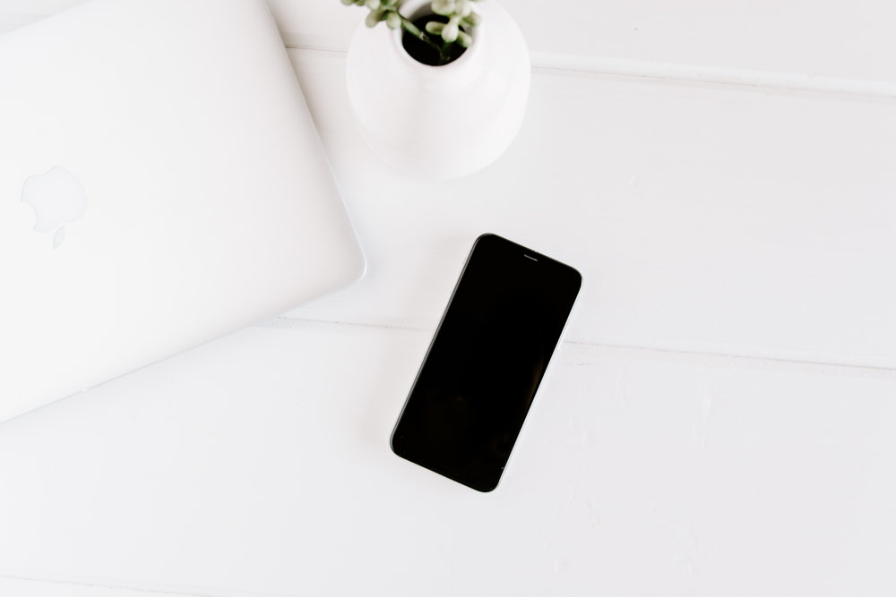 PBD-FarmhouseiPhone-Mockups-9.jpg