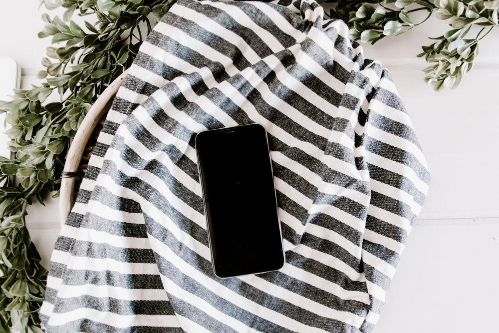 PBD-FarmhouseiPhone-Mockups-12.jpg