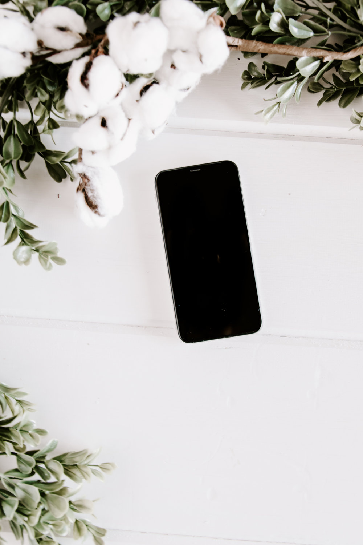 PBD-FarmhouseiPhone-Mockups-15.jpg