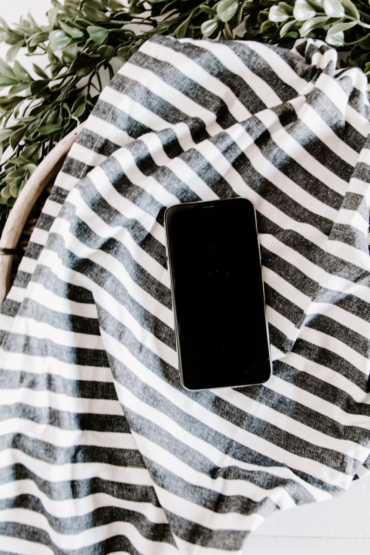 PBD-FarmhouseiPhone-Mockups-13.jpg