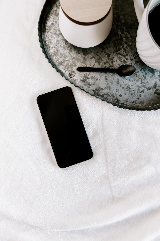 PBD-FarmhouseiPhone-Mockups-34.jpg