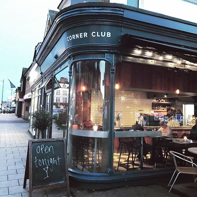 Had a great coffee chat at @cornerclublos with @askhelenva today. Sometimes just getting out of the office and meeting likeminded individuals is the key to self-care and growth.  How often do you meet someone for a coffee? If you don't, make a change today and start scheduling it in! 📷 from @cornerclublos