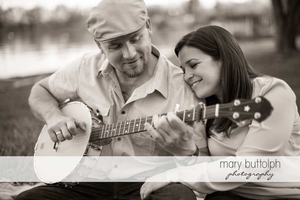 Couple enjoy the sound of the banjo at Skaneateles Engagement