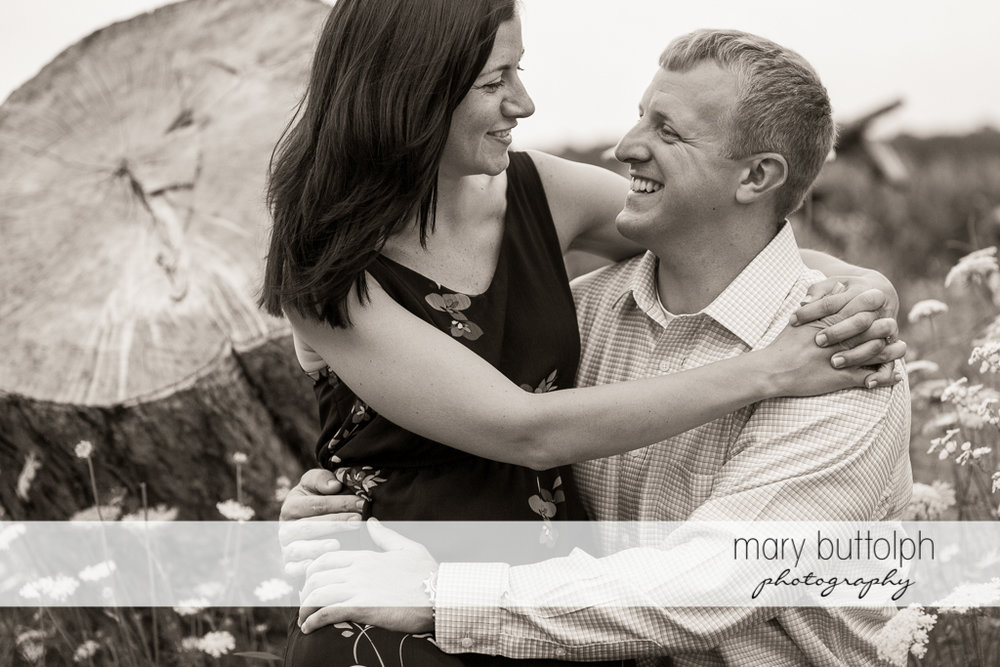 Couple show their affection in the field at Skaneateles Farm Engagement