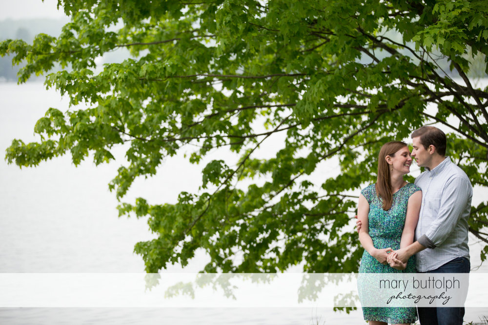Couple stand near a tree at the Hamilton Inn Engagement