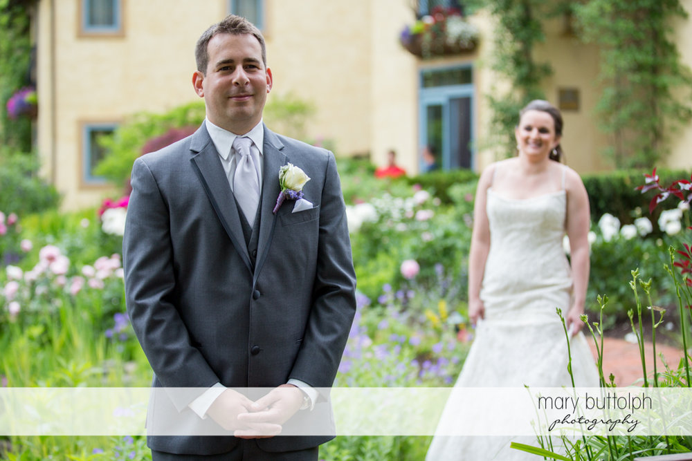 Couple get ready for the big day at the Mirbeau Inn & Spa Wedding