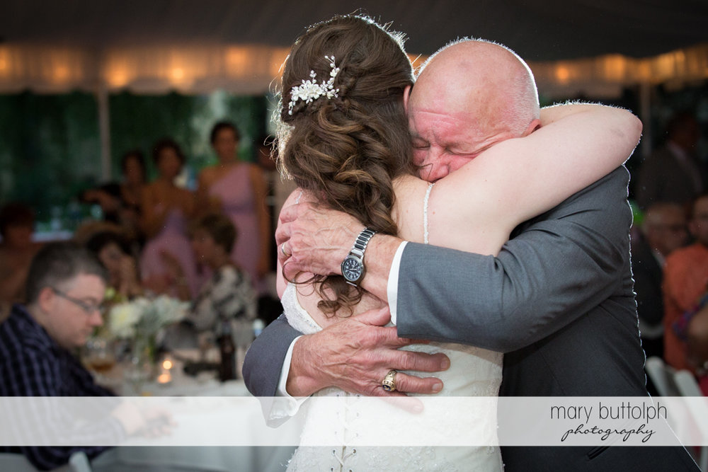 Bride hugs her father at the Mirbeau Inn & Spa Wedding