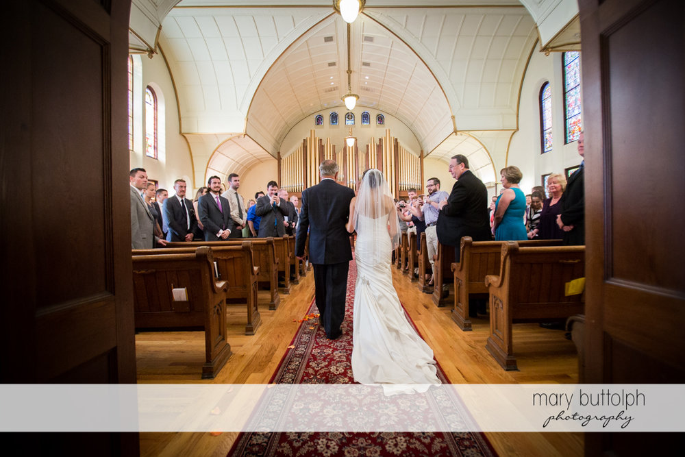 Bride and her father walk down the aisle at Skaneateles Country Club Wedding