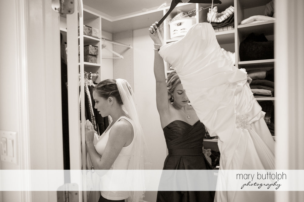 Bride gets ready for the big day at Skaneateles Country Club Wedding