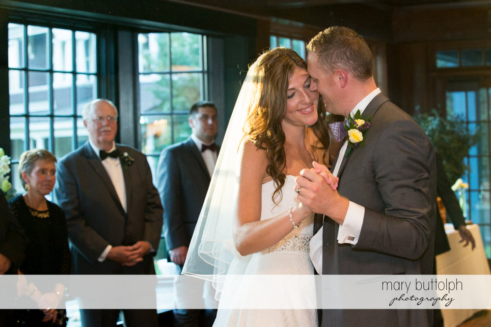 Couple get romantic on the dance floor at the Sherwood Inn Wedding