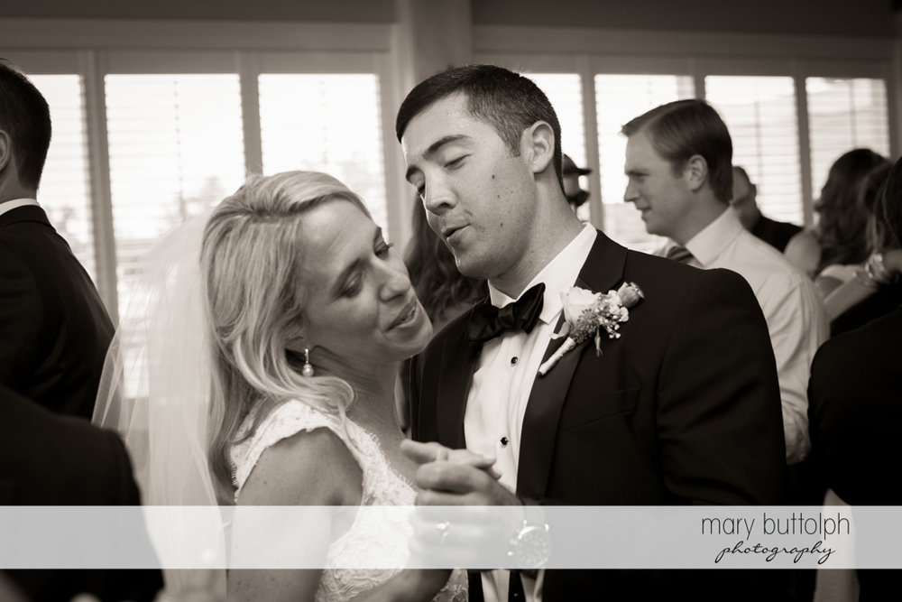 Couple dance on their wedding day at Skaneateles Country Club Wedding