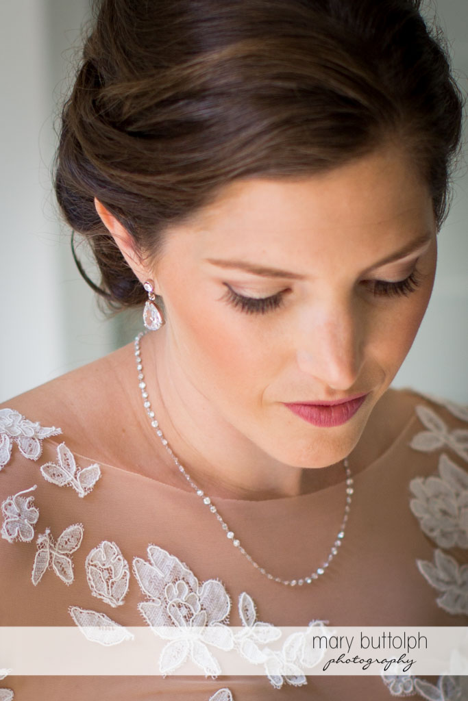 Stunning bride ready for the wedding at Skaneateles Country Club Wedding