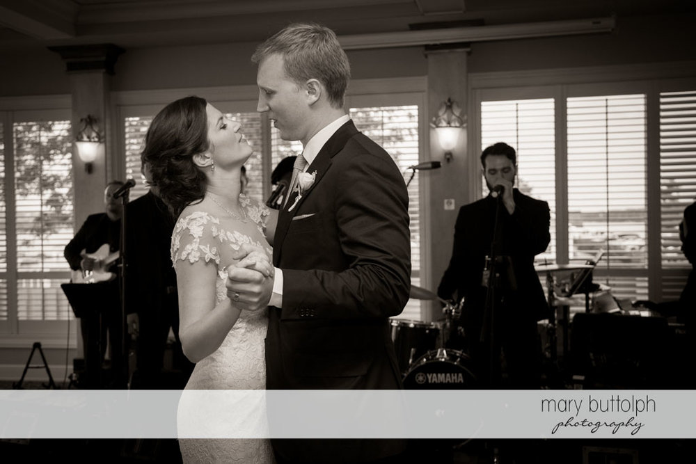 Couple dance in front of the band at Skaneateles Country Club Wedding