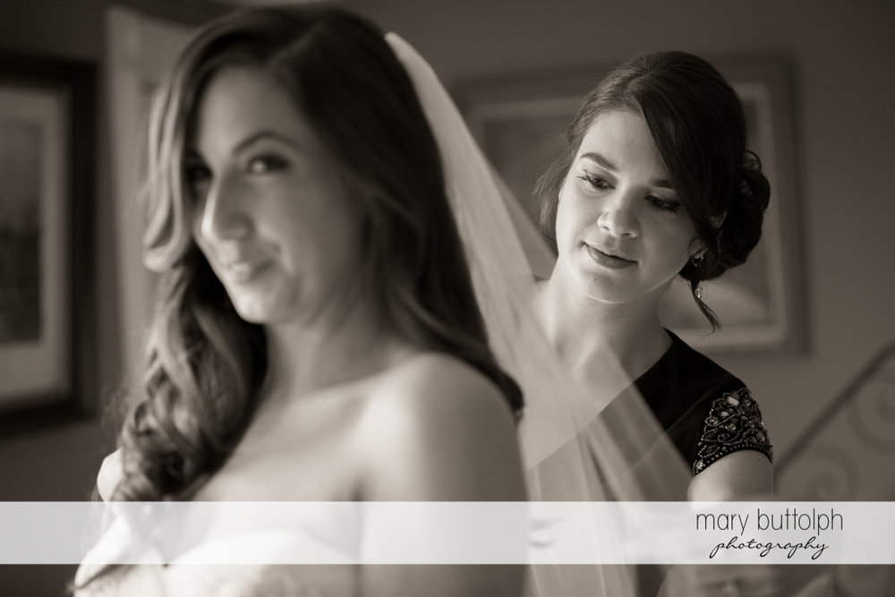 Bride gets ready for her wedding at the Brewster Inn Wedding