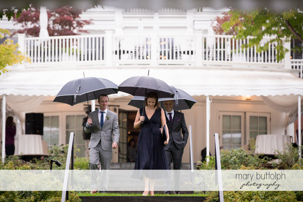 Groom and guests brave the rain for the wedding at the Inns of Aurora Wedding