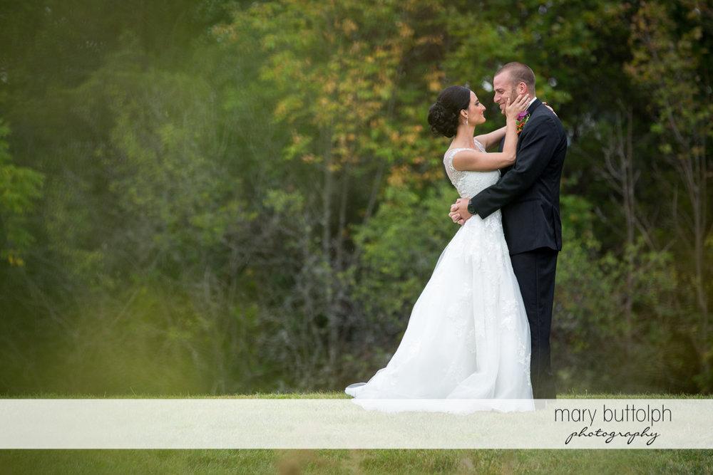 Couple get romantic in the garden at Anyela's Vineyards Wedding