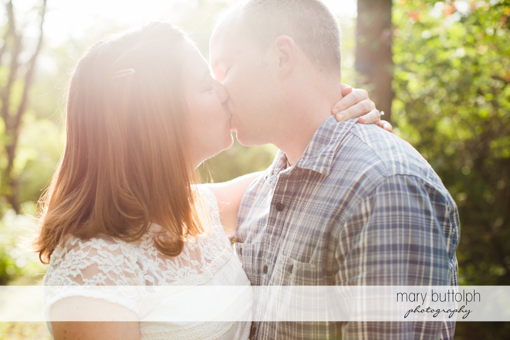 Couple kiss in the sunlight at Skaneateles Engagement
