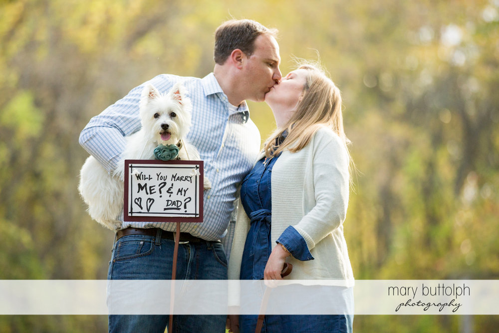 Man proposes to woman via his pet dog at Erie Canal Engagement