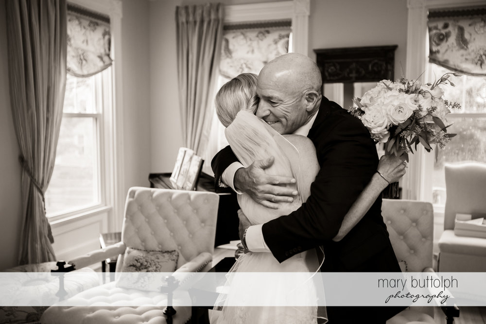 Bride hugs her father at Skaneateles Country Club Wedding