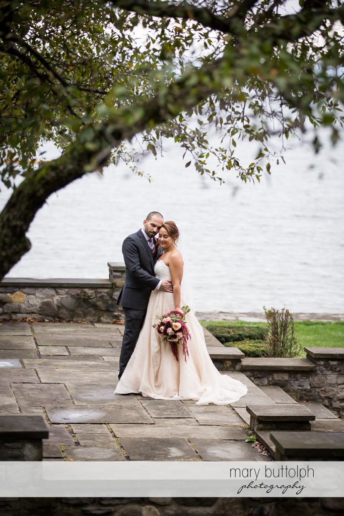 Couple at Sherwood Inn Wedding