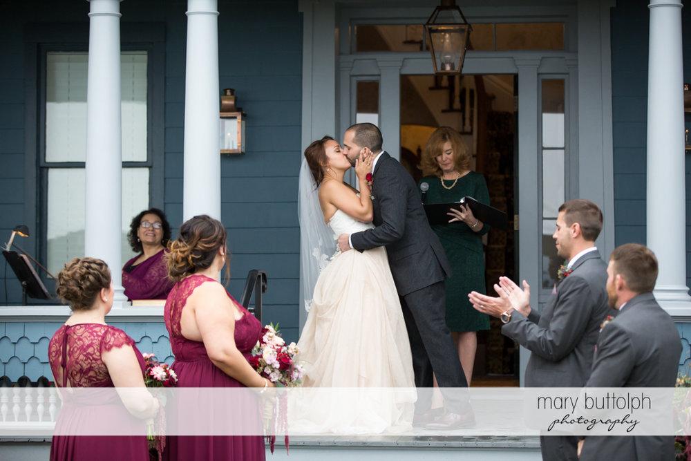 Couple kiss at Sherwood Inn Wedding