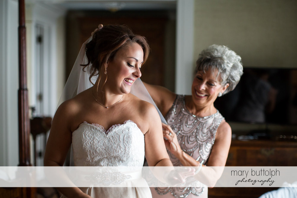 Bride and mother getting ready for Sherwood Inn Wedding