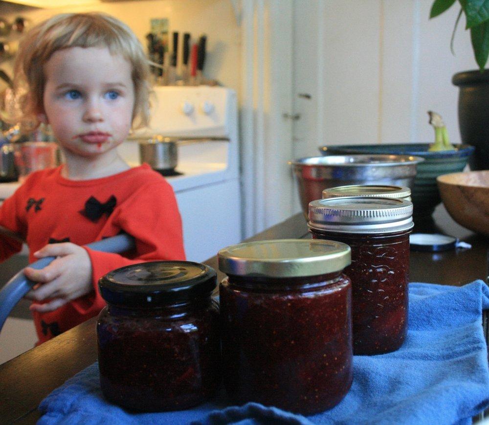 Voila - 4 cute little jars!