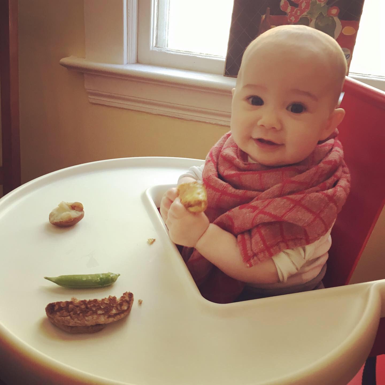 大家需要用漸進方式去實踐BLW,可以按寶寶的接受能力,調整食物的軟硬度