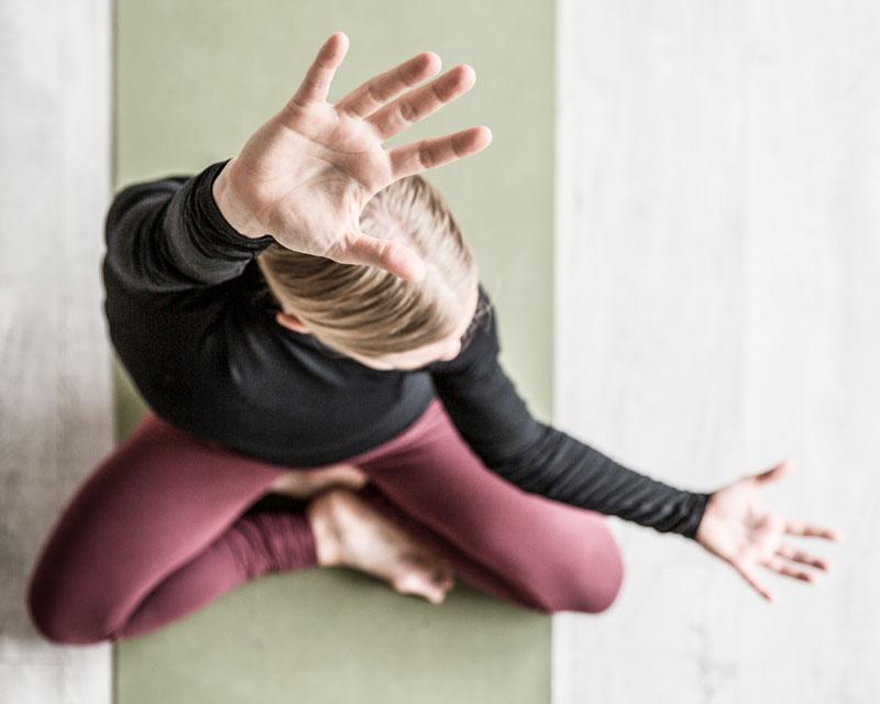 karina hoejgaard SALIG yoga in movement
