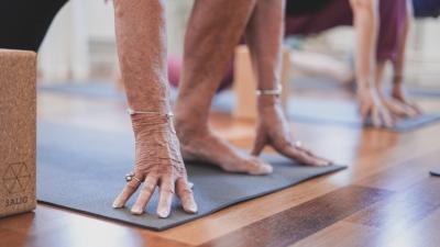 mindske sygefravær med yoga.jpg