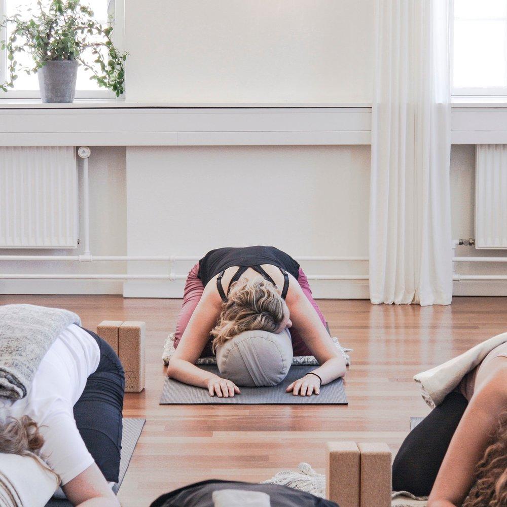 restorativ yoga stress af pakke.jpg