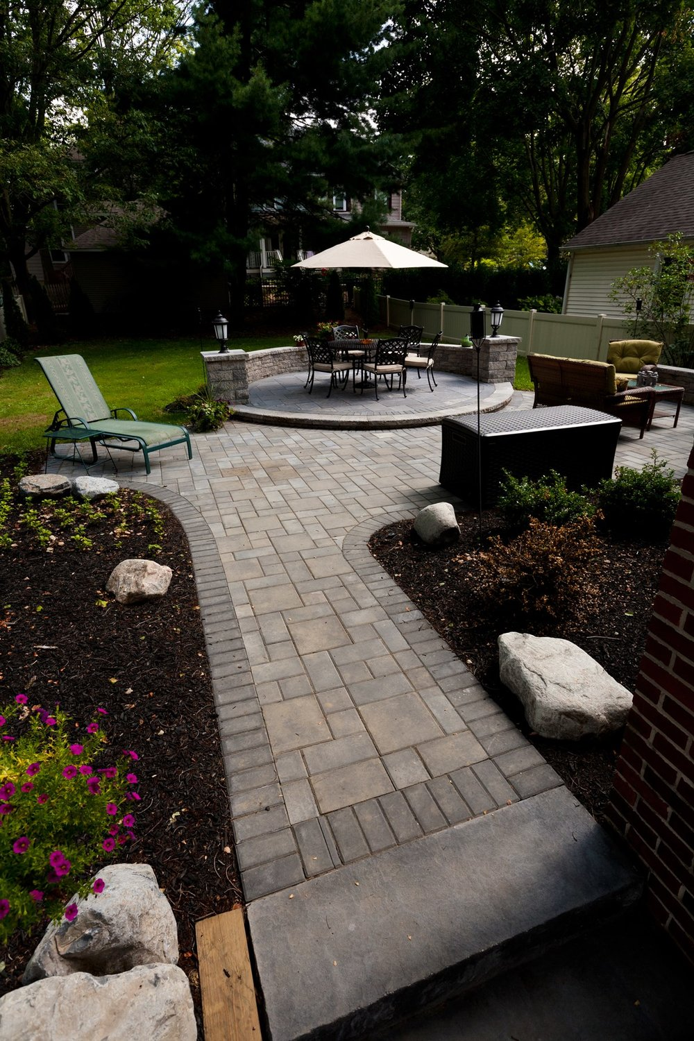 725-walkways-walls-patio-pavers.jpg