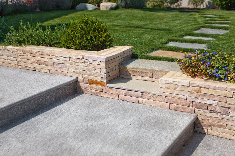 Selecting Landscaping Stones for Your Stepping Stone Walkway Project in Manalapan, NJ
