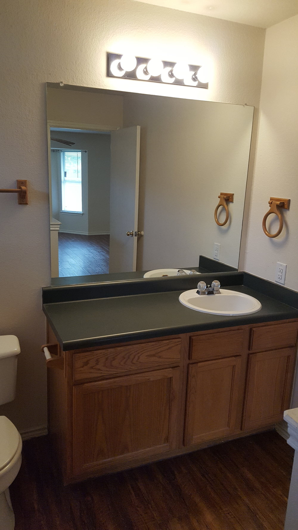 531 Britini Loop Bathroom.jpg