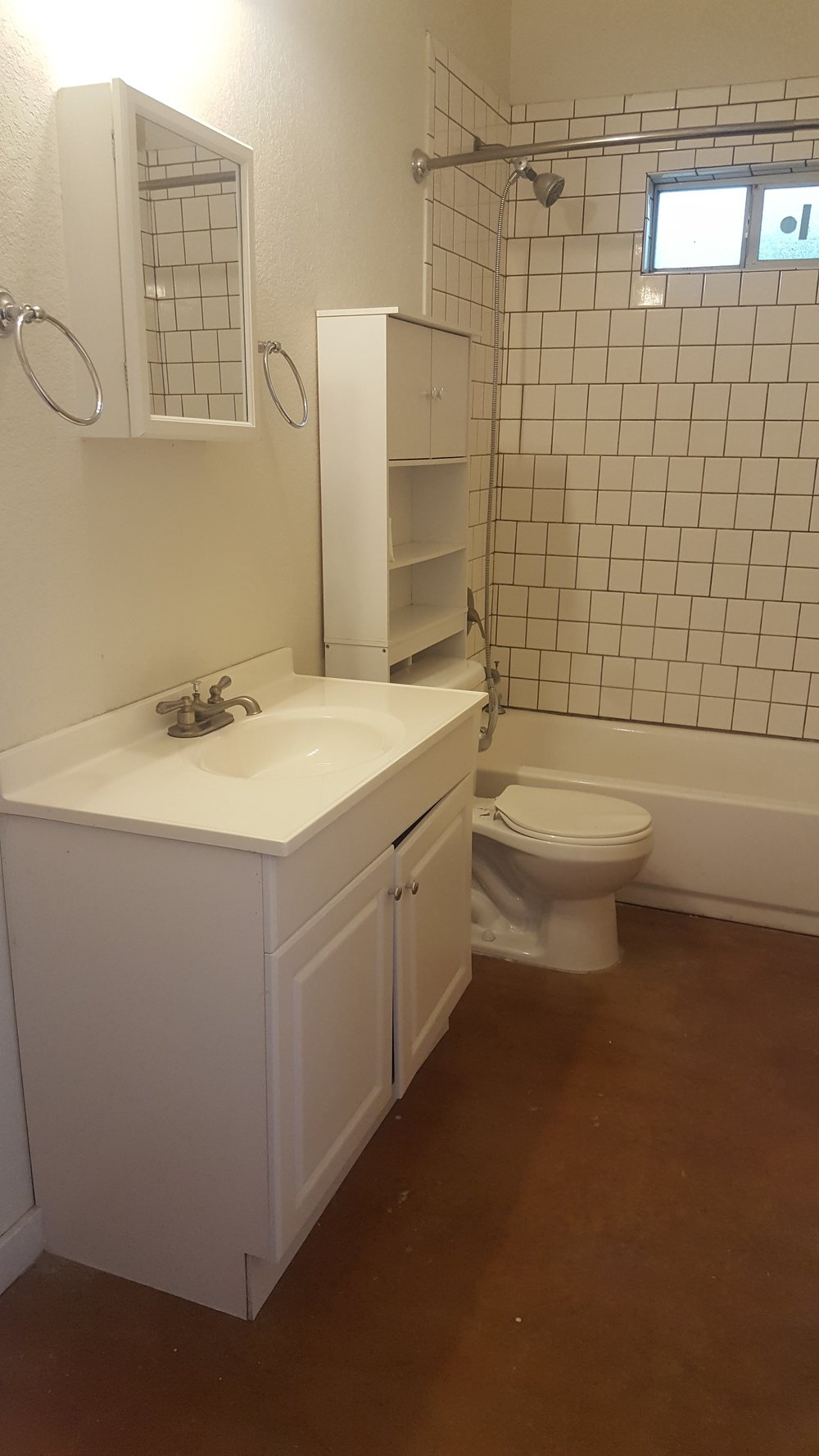 jones 1112 bathroom.jpg