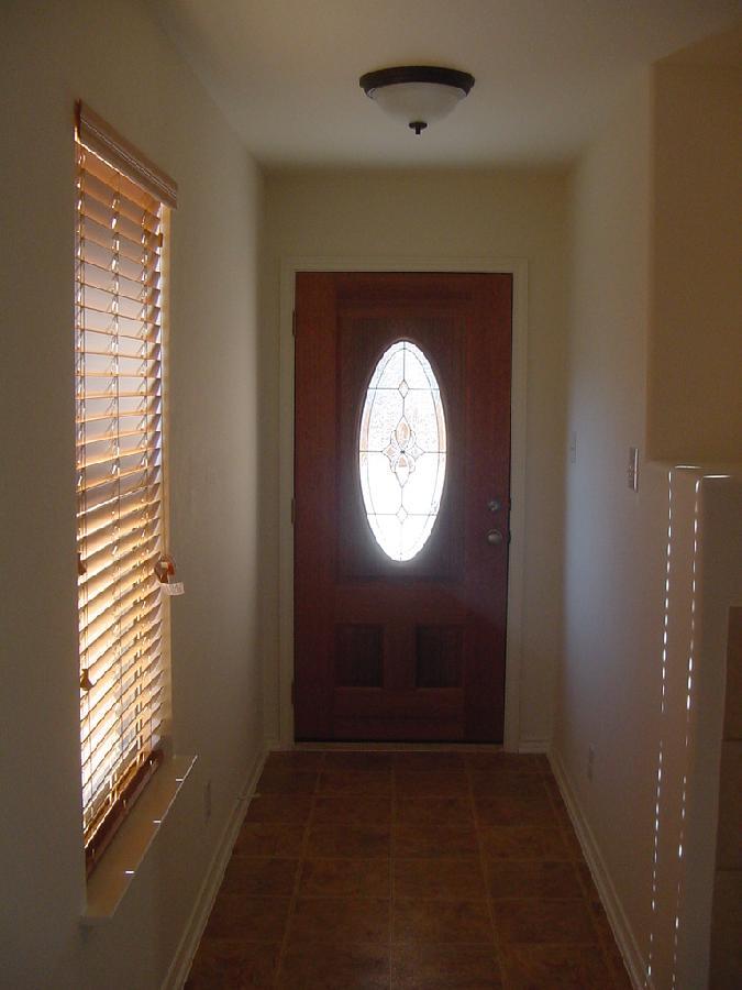 206 Calixto hallway.jpg