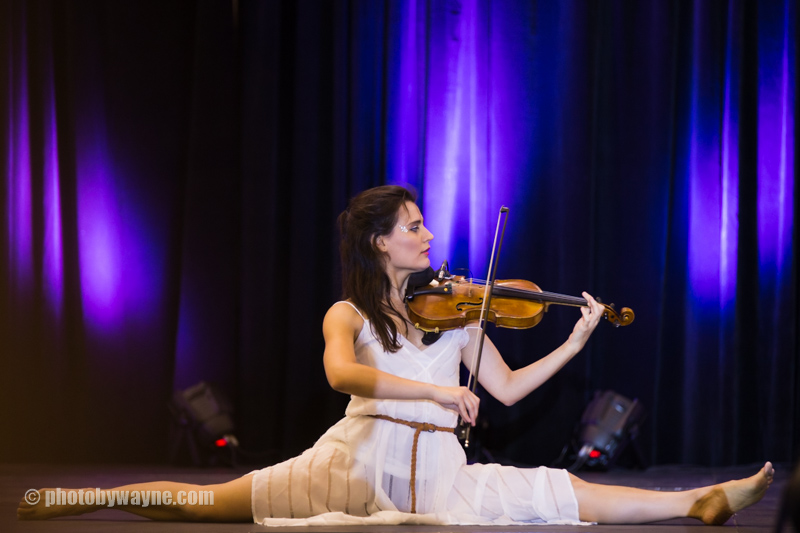 female-violin-player-doing-a-split